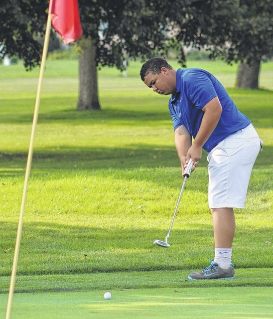 Washington's Trevor Mustain putts on hole No. 9 at the Club at Quail Run during a non-league match against Unioto Tuesday, Aug. 18, 2015.