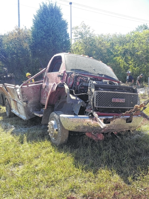 One killed in U S  35 accident - The Record Herald