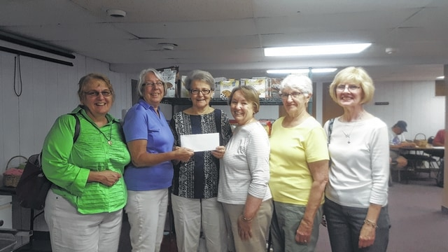 Lee Reno accepts a donation from Courthouse Quilters Guild on behalf of the Fayette County Food Pantry. Pictured (L to R) are Colleen Downing, Beth Foster, Reno, Bobbie Long, Ruth Curry and Jean Ann Davis.