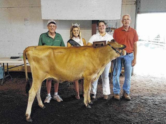 Shelby Mulford (second from right) won the Overall Supreme Best of Breed prize at the Dairy Show for her Jersey spring yearling heifer. She is pictured with Senior Fair Board member Ron Burke, Fayette Fair Queen Marissa Sheets and judge for the show Dallas Rynd.