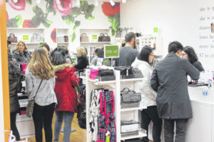 Shoppers mobilize on Thanksgiving