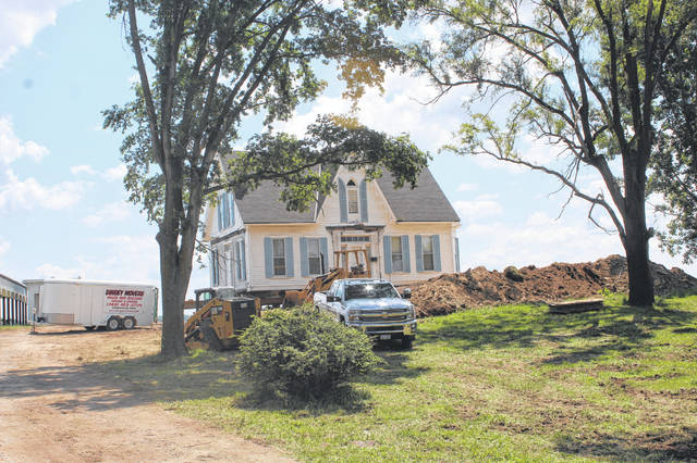 The historical Robinson-Pavey home, which was featured in the Friday, Aug. 25, 1978 edition of the Record-Herald, finished its move on Monday morning with members of the community visiting to watch the final moments. The move took several weeks to complete, but now that the home has arrived, Emma White — owner of the house — will be fully restoring it.