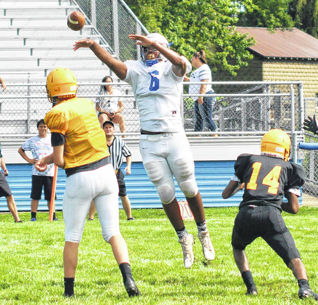 Jalen Pettiford attempts to block a pass for Washington during a scrimmage against Franklin Heights Tuesday, Aug. 7, 2018 at Gardner Park.
